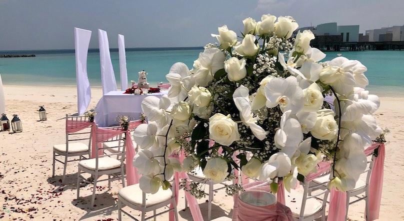 Blumenstraus Malediven Hochzeit am Strand