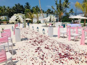 Rosenweg Hochzeit Meldiven mit Bestuhlung