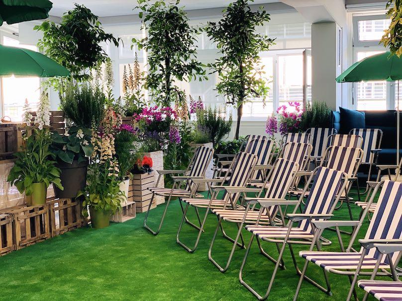 Dekoration Tagungsraum wird Garten